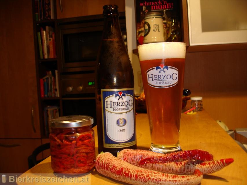 Foto eines Bieres der Marke Herzog Chilibier aus der Brauerei Herzog Hofbräu