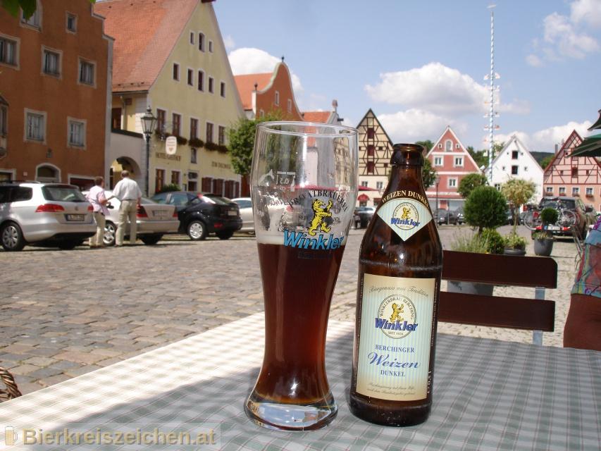 Foto eines Bieres der Marke Berchinger Weizen Dunkel aus der Brauerei Privatbrauerei Winkler Berching