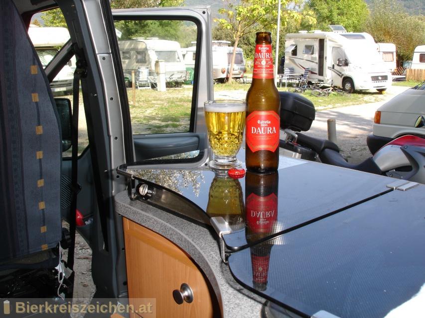 Foto eines Bieres der Marke Estrella Damm aus der Brauerei S.A. Damm