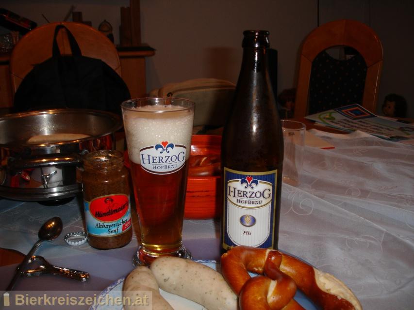 Foto eines Bieres der Marke Herzog Pils aus der Brauerei Herzog Hofbräu