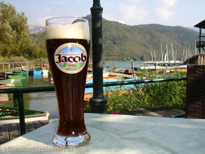 Foto eines Bieres der Marke Jacob Weissbier Dunkel aus der Brauerei Familienbrauerei Jacob
