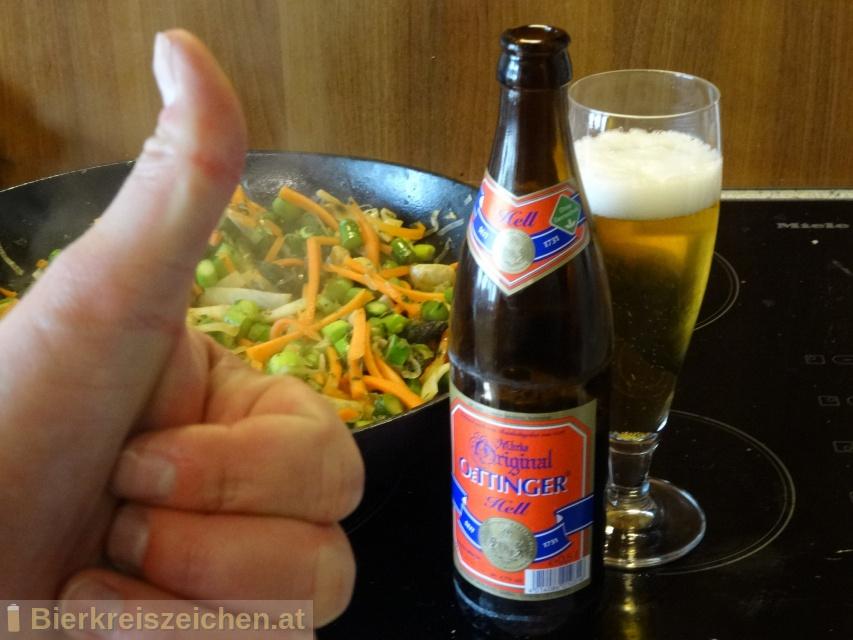 Foto eines Bieres der Marke Original Oettinger Hell aus der Brauerei Oettinger Brauerei GmbH