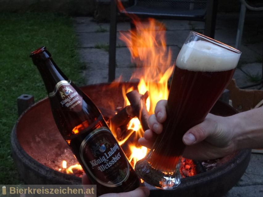 Foto eines Bieres der Marke König Ludwig Weissbier Dunkel aus der Brauerei König Ludwig Schlossbrauerei Kaltenberg