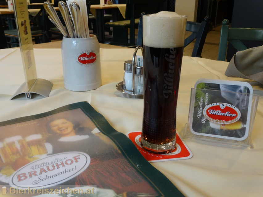 Foto eines Bieres der Marke Villacher Dunkel aus der Brauerei Villacher Brauerei