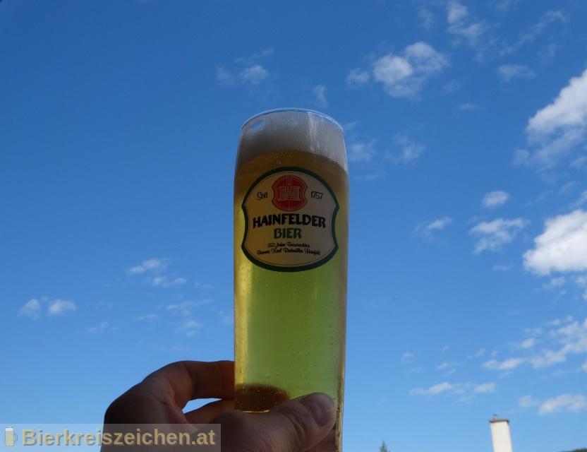 Foto eines Bieres der Marke Hainfelder Lagerbier hell aus der Brauerei Brauerei Hainfeld