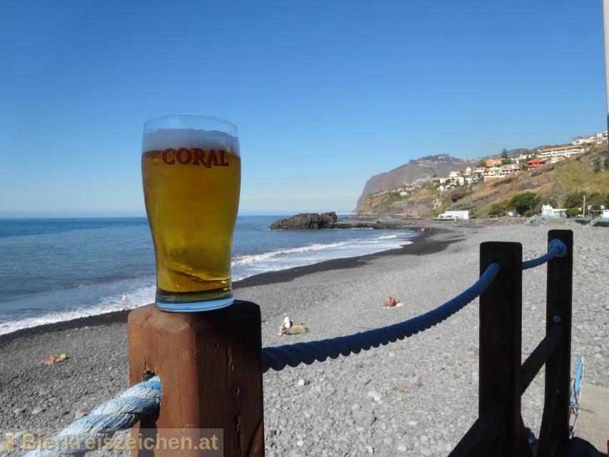 Foto eines Bieres der Marke Coral Branca aus der Brauerei Cerveja Coral