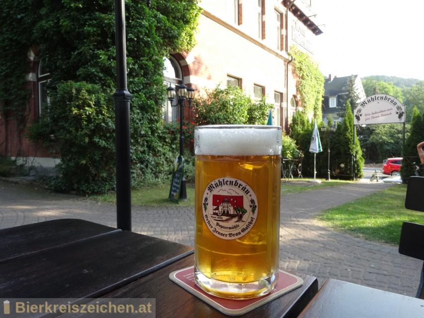 Foto eines Bieres der Marke Jenaer Burschenpils aus der Brauerei Jenaer Bier