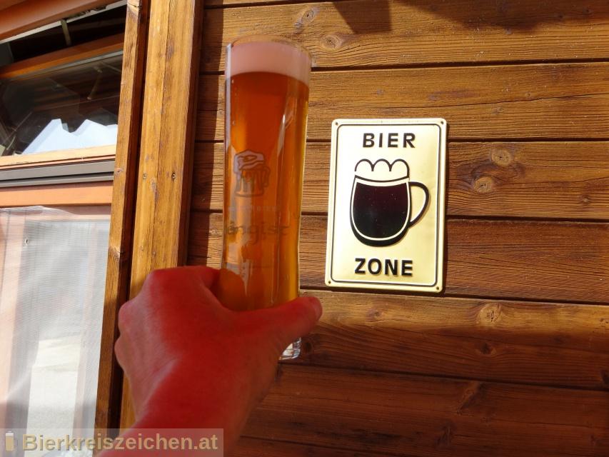 Foto eines Bieres der Marke Hengist Bernstein aus der Brauerei Kulturbier Hengist