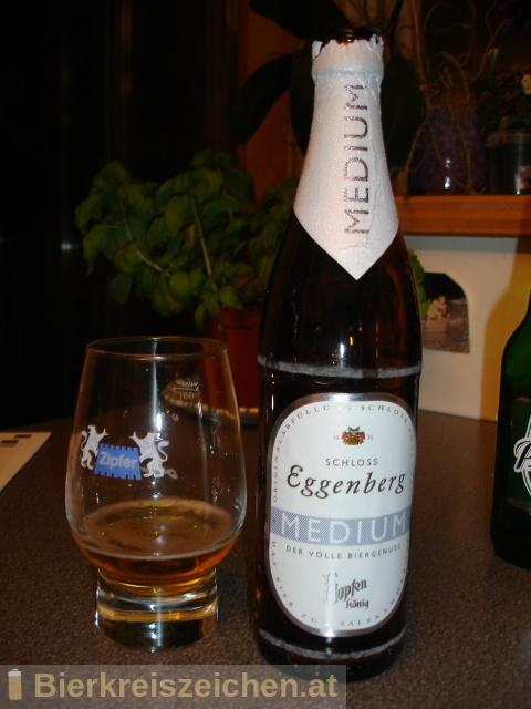 Foto eines Bieres der Marke Schloss Eggenberg - Hopfenkönig Medium aus der Brauerei Brauerei Schloss Eggenberg