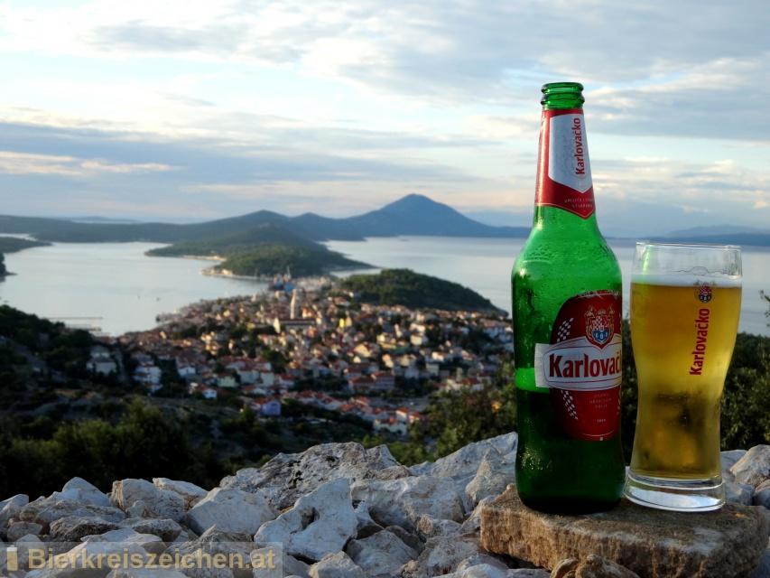 Foto eines Bieres der Marke Karlovačko Lager / Svijetlo Pivo aus der Brauerei Karlovačka pivovara