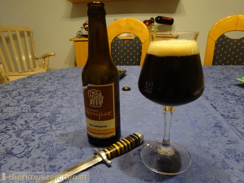 Foto eines Bieres der Marke Das Schwarze Hengist aus der Brauerei Kulturbier Hengist