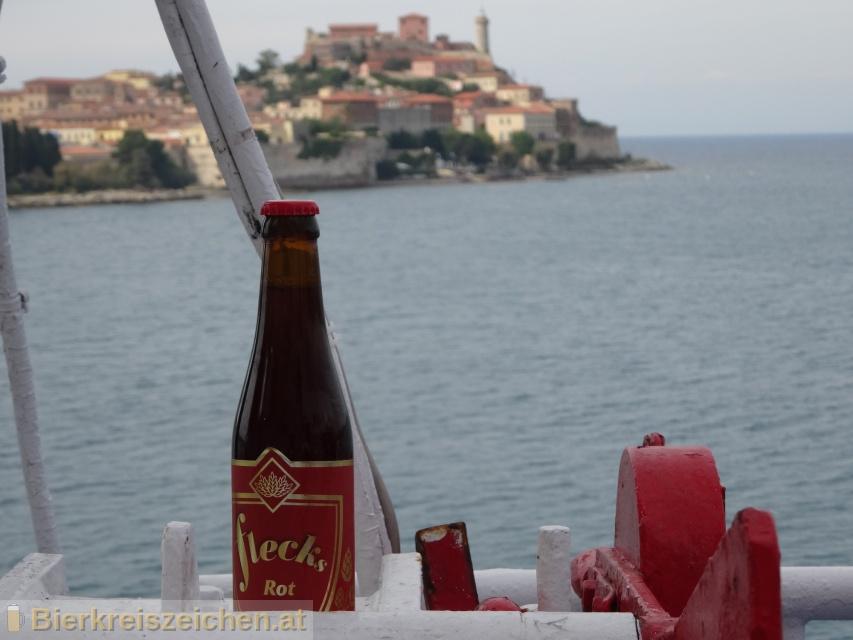 Foto eines Bieres der Marke Flecks Rot aus der Brauerei Flecks