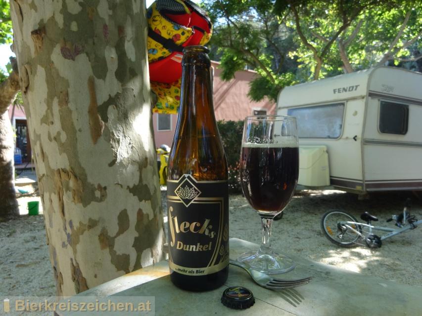 Foto eines Bieres der Marke Flecks Dunkel aus der Brauerei Flecks