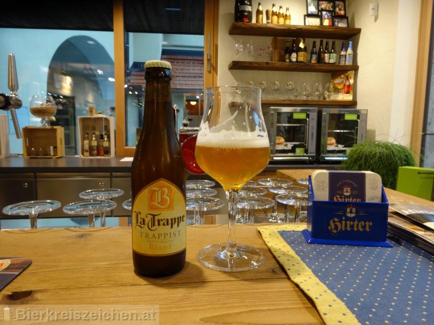 Foto eines Bieres der Marke La Trappe - Blond aus der Brauerei Bierbrouwerij De Koningshoeven