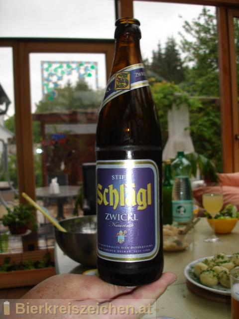 Foto eines Bieres der Marke Schlägl Zwickl Bier aus der Brauerei Stiftsbrauerei Schlägl
