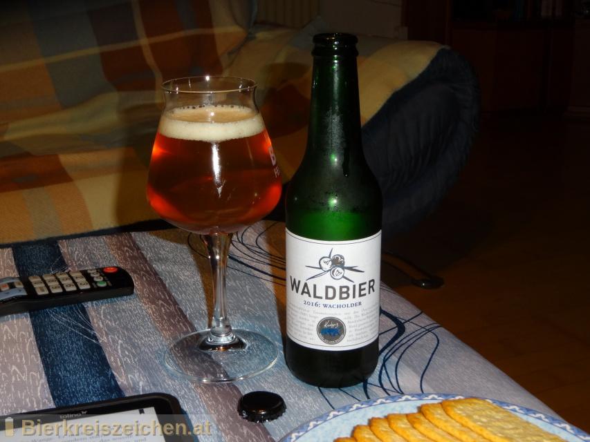 Foto eines Bieres der Marke Kiesbye's Waldbier 2016: Wacholder aus der Brauerei Kiesbye
