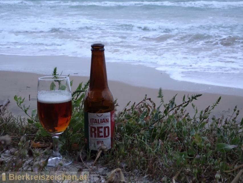 Foto eines Bieres der Marke Italian Red IPA aus der Brauerei Birra Amarcord