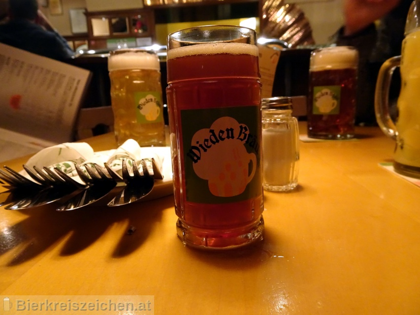 Foto eines Bieres der Marke Wieden Bräu Zwetschkenmandl aus der Brauerei Wieden Bräu