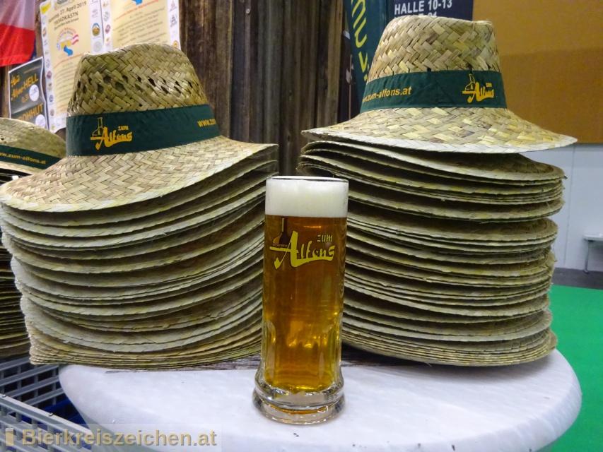 Foto eines Bieres der Marke Helles aus der Brauerei Gasthausbrauerei Zum Alfons