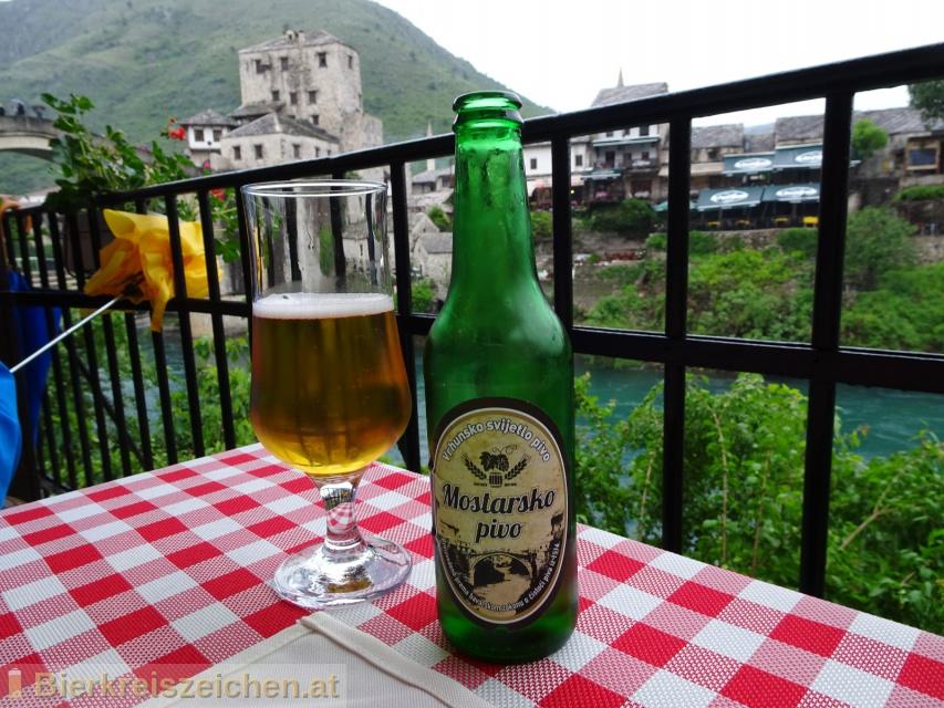 Foto eines Bieres der Marke Mostarsko Pivo aus der Brauerei Hercegovačka pivovara