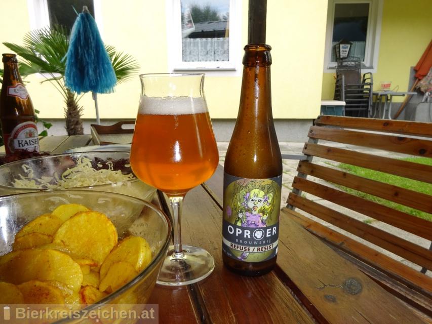 Foto eines Bieres der Marke Refuse / Resist aus der Brauerei Oproer Brouwerij