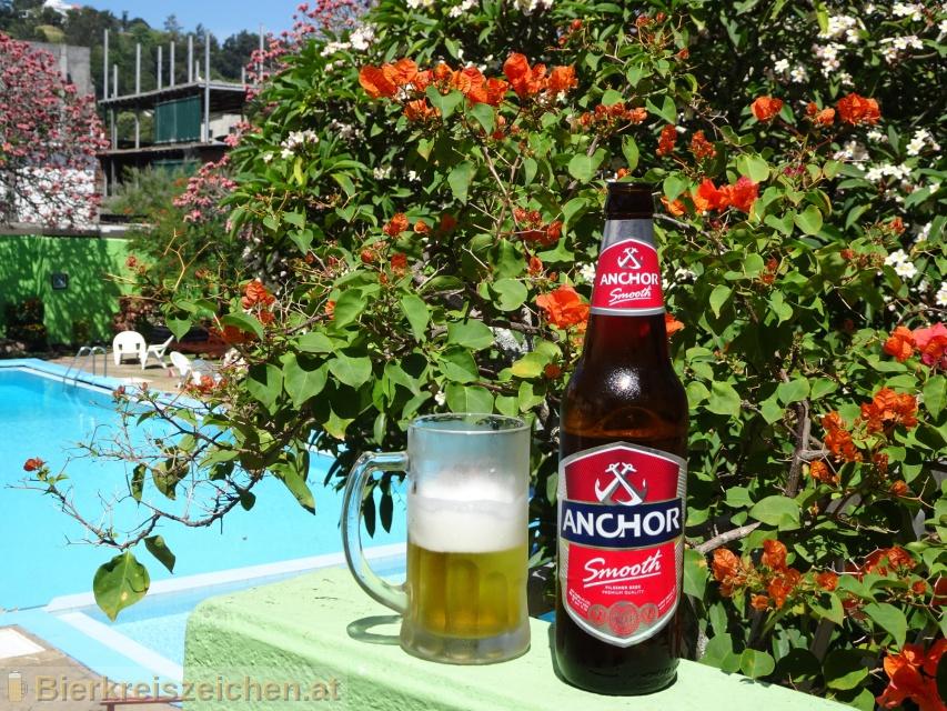 Foto eines Bieres der Marke Anchor Smooth Pilsener aus der Brauerei Heineken Asia Pacific