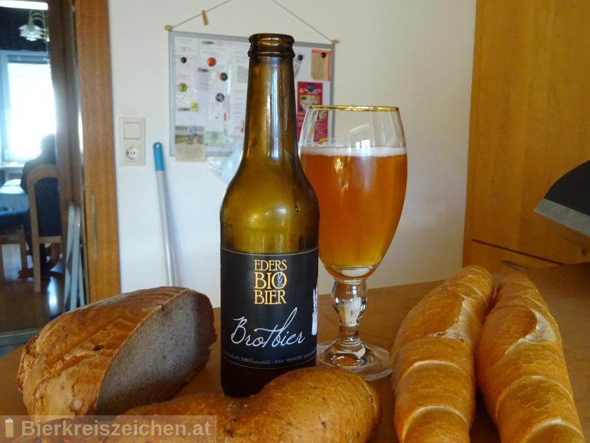 Foto eines Bieres der Marke Eders Bio Brotbier aus der Brauerei Hofbrauerei Eder