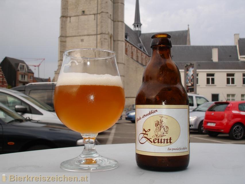 Foto eines Bieres der Marke Zeunt Geels Streekbier aus der Brauerei De 'Proef' Brouwerij