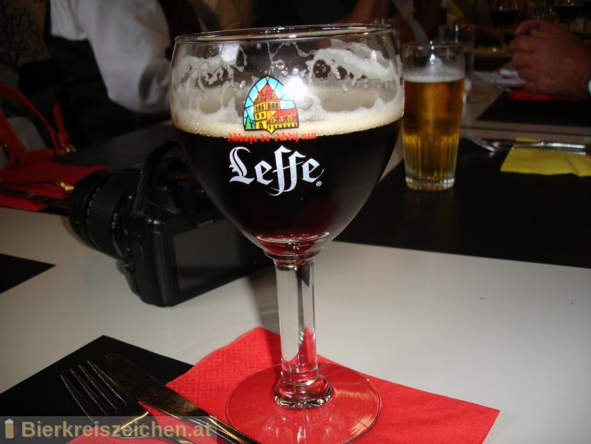 Foto eines Bieres der Marke Leffe Bruin (Brown) aus der Brauerei Stella Artois-Brouwerij