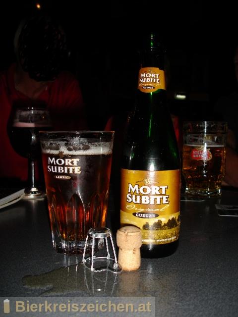 Foto eines Bieres der Marke Mort Subite Original Gueuze aus der Brauerei N.V. Brouwerijen Alken Maes Brasseries S.A.
