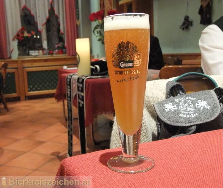 Foto eines Bieres der Marke Gösser Zwickl aus der Brauerei Brauerei Göss