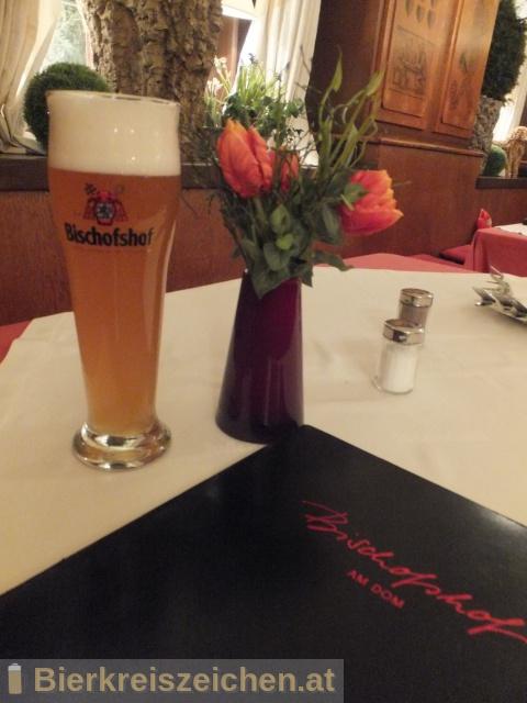 Foto eines Bieres der Marke Bischofshof - Hefe-Weißbier Hell aus der Brauerei Brauerei Bischofshof e.K.
