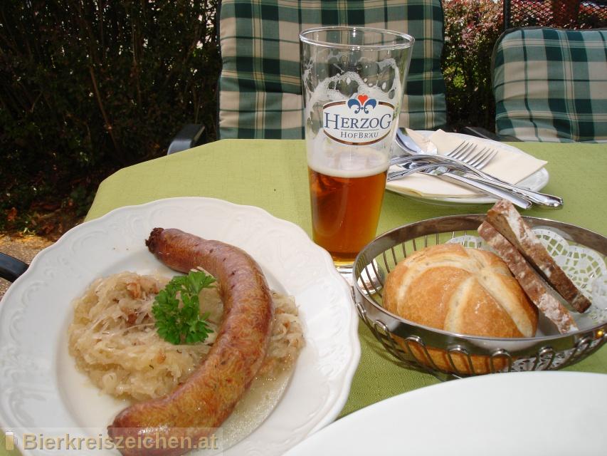 Foto eines Bieres der Marke Herzog Hausbier aus der Brauerei Herzog Hofbräu
