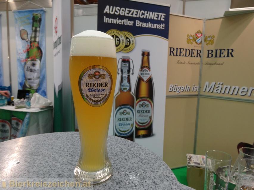 Foto eines Bieres der Marke Rieder Helle Weisse aus der Brauerei Brauerei Ried