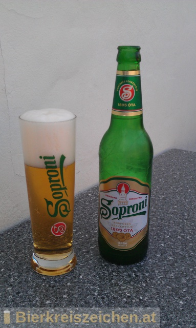 Foto eines Bieres der Marke Soproni aus der Brauerei Heineken Hungária Sörgyárak Zrt.