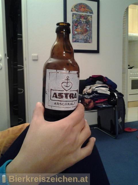 Foto eines Bieres der Marke Astra Original Hamburger Alsterwasser aus der Brauerei Holsten-Brauerei