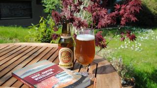 Ein sonniges Plätzchen mit Bier und Buch.