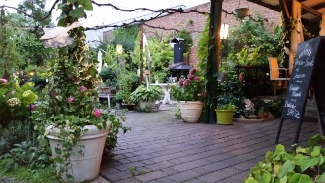 Gartenschank im alten Stadl